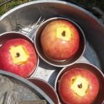 ダッチオーブンで焼きリンゴ